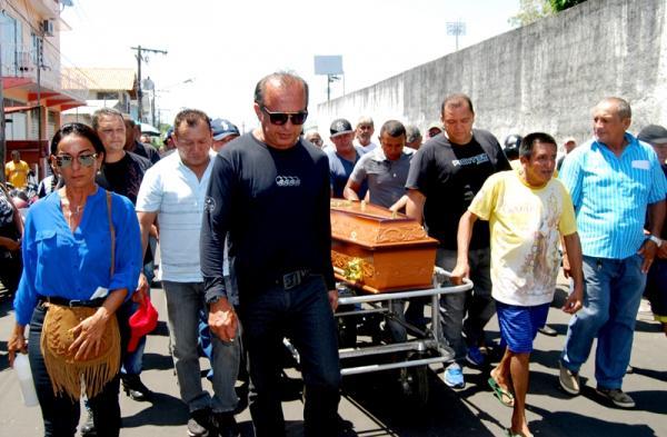 Familiares e amigos se despedem de Armando Henrique Lima, o Ganso