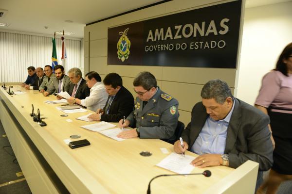 Governo do Amazonas assina atos de promoção para Polícia Militar, Bombeiros e escalonamento da Polícia Civil