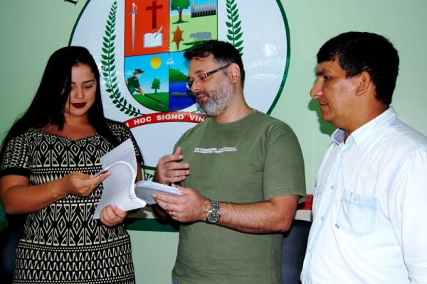 Movimento de Combate à Corrupção protocola pedido de cassação de Everaldo Batista e Rai Cardoso