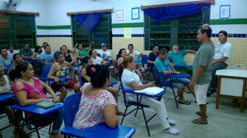 Servidores em Barreirinha cobram pagamento de salários