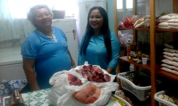 Sindicato dos professores municipais doa alimento para hospital Padre Colombo