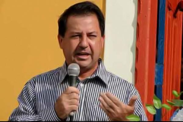 Tribunal de Justiça acata denúncia contra prefeito de Tefé por beneficiar vereador