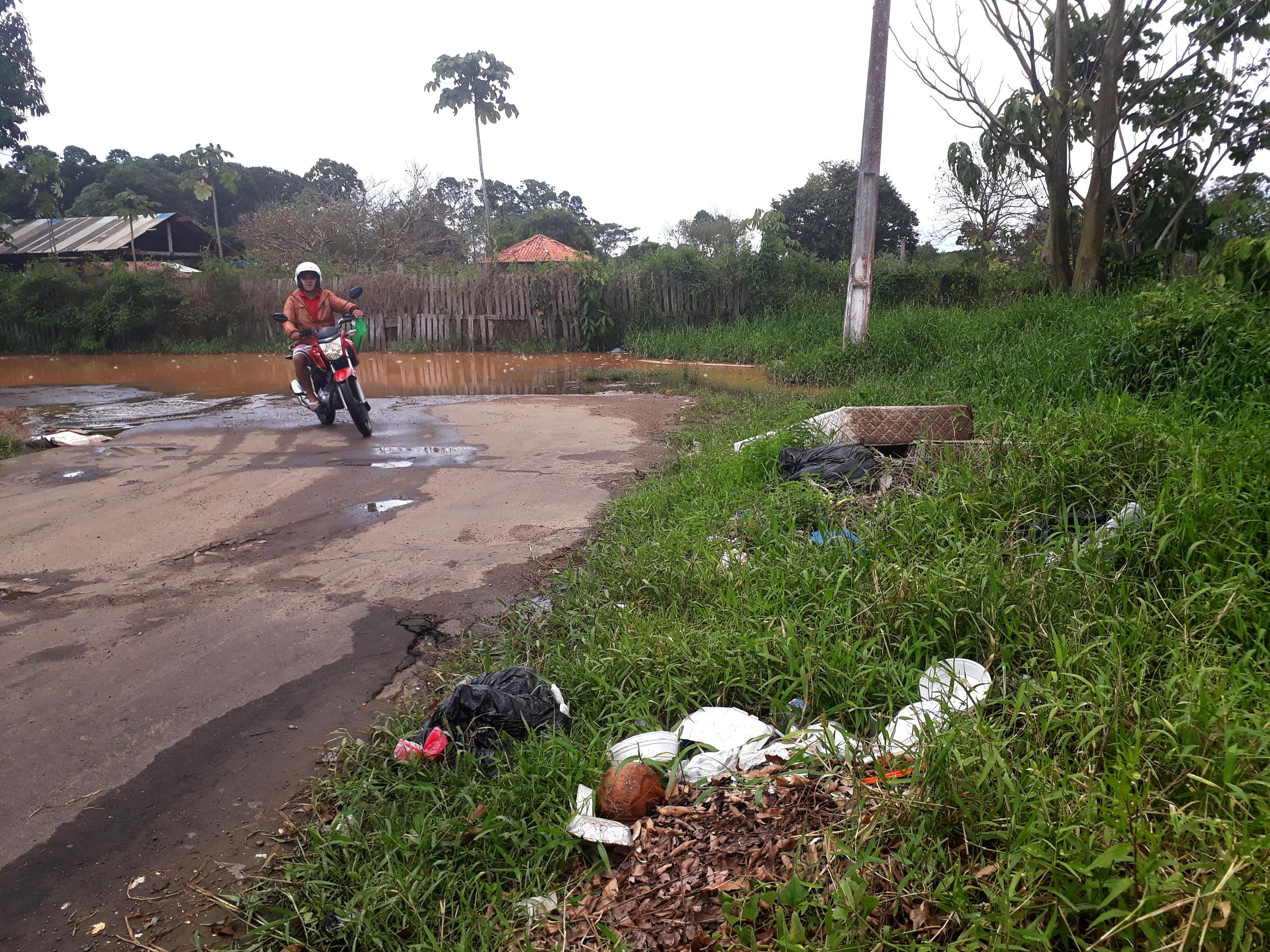 Rua esburacada e com lama - 12-07-2019 (Josiete Serrão) (16)_1